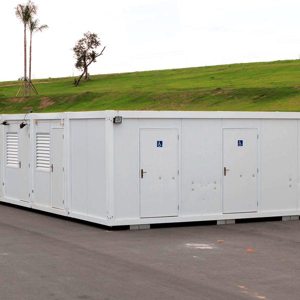 Container em banheiro para eventos