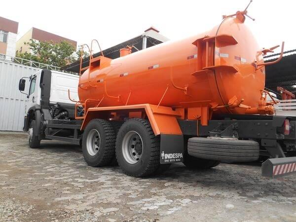 Caminhão de dejetos para obras