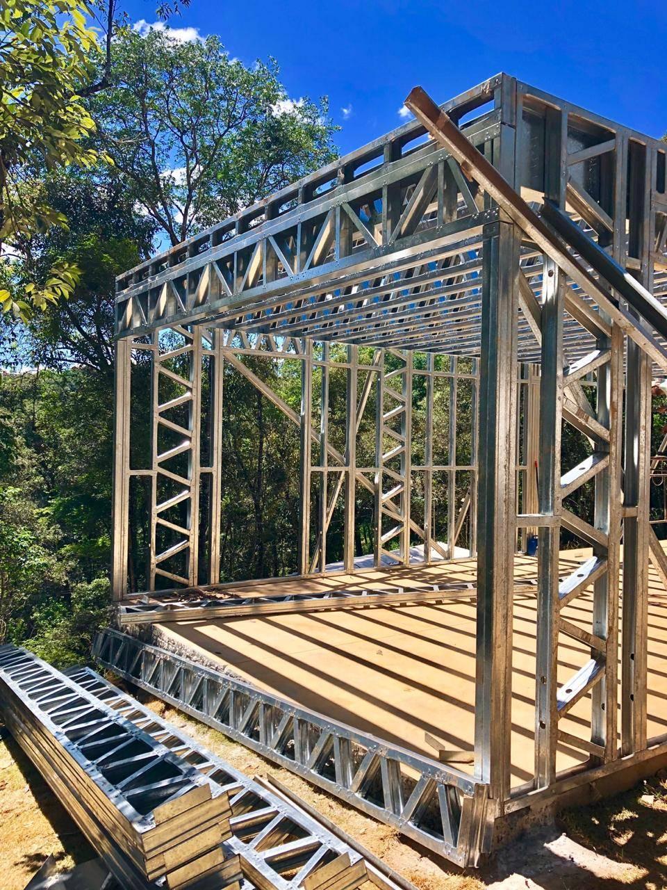 Perfis de Light Steel Frame em projeto de casa sofisticada.
