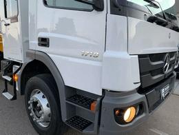 detalhes do caminhão munck volvo disponível para locação