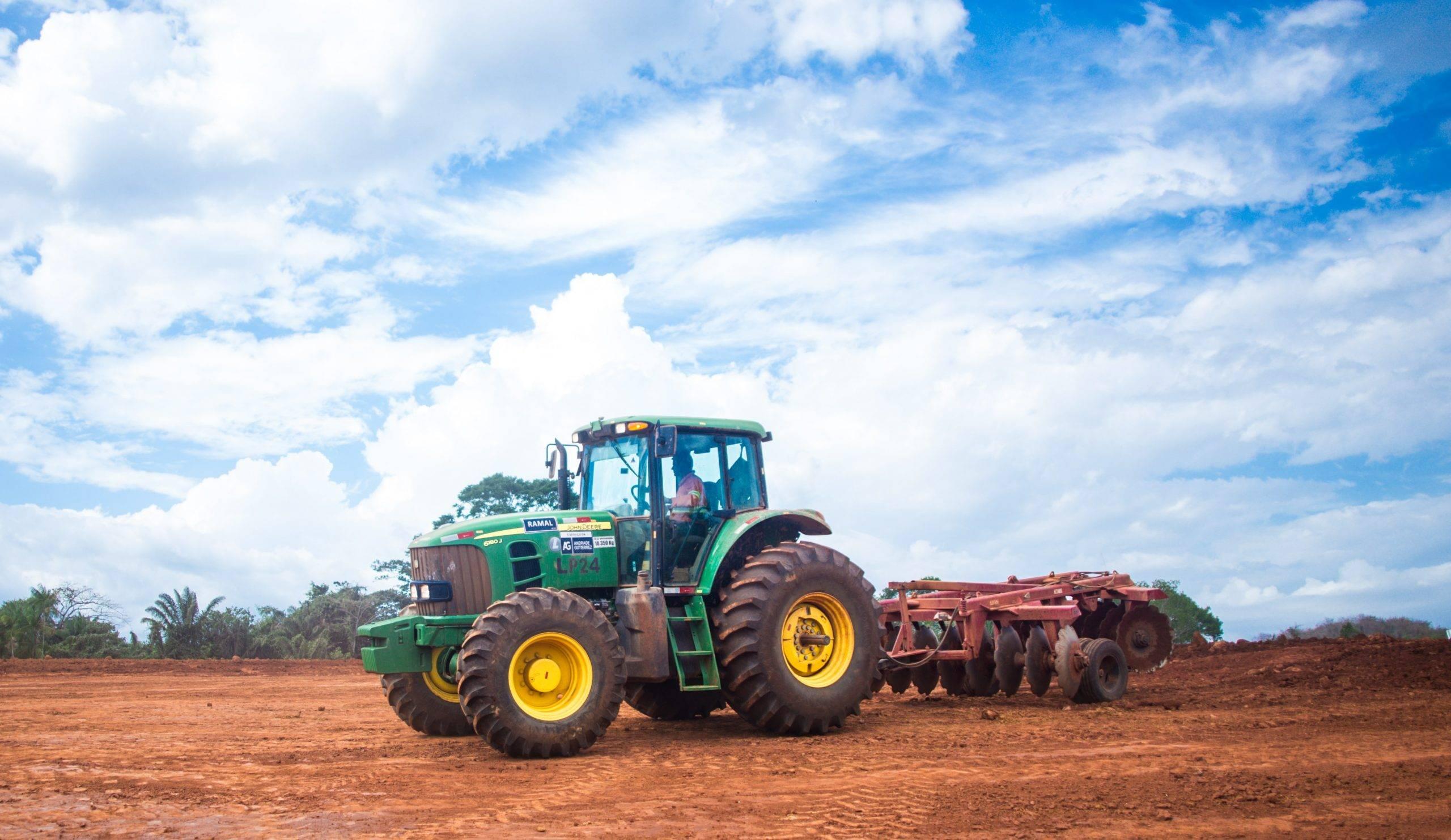 locação de trator agrícola