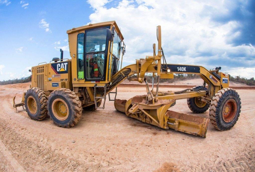 Motoniveladora é o equipamento ideal para a realização do nivelamento de terreno.