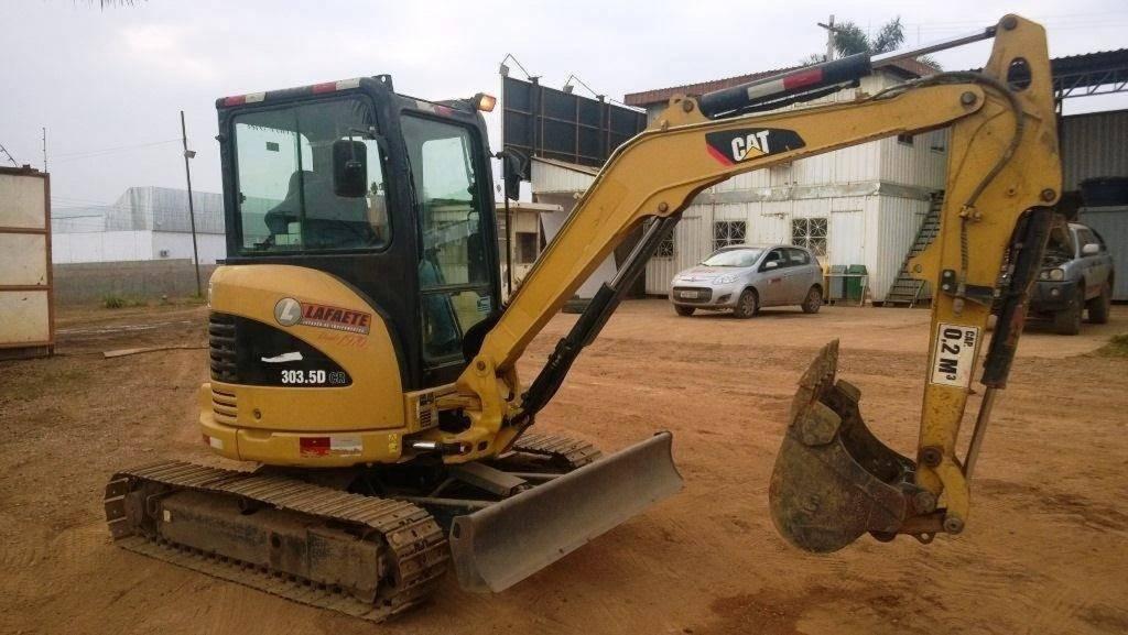 Mini Escavadeira em obra