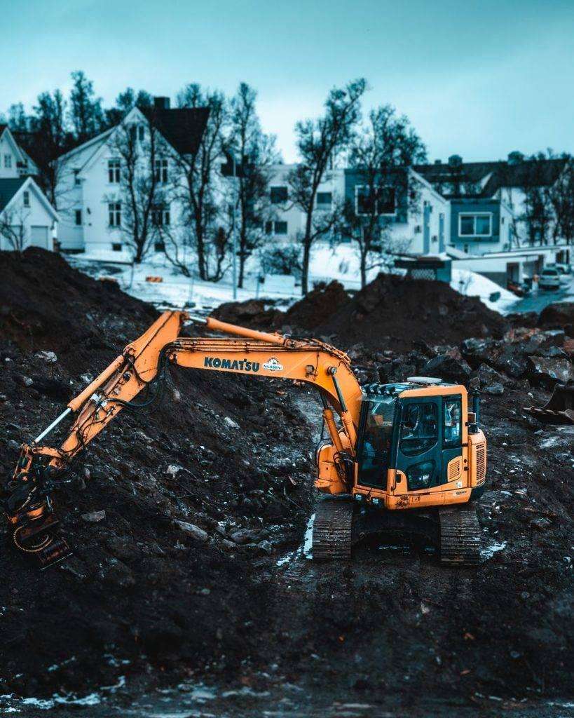 Foto de Mini Escavadeira em obra