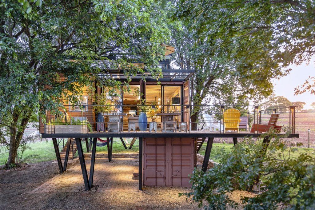 Construções modulares verdes - Casa Container suspensa